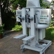 Ikercsöves zsáktöltő gép elektronikus tömegméréssel